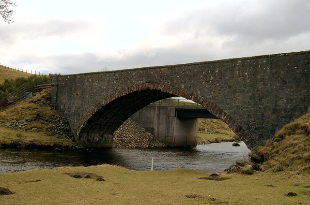 Looking under the old bridge to the new bridge, crossing the South Esk.