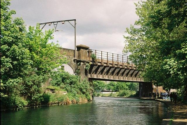 LTSR crosses Regent's Canal