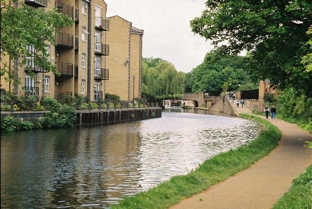Regent's Canal, Roman Road