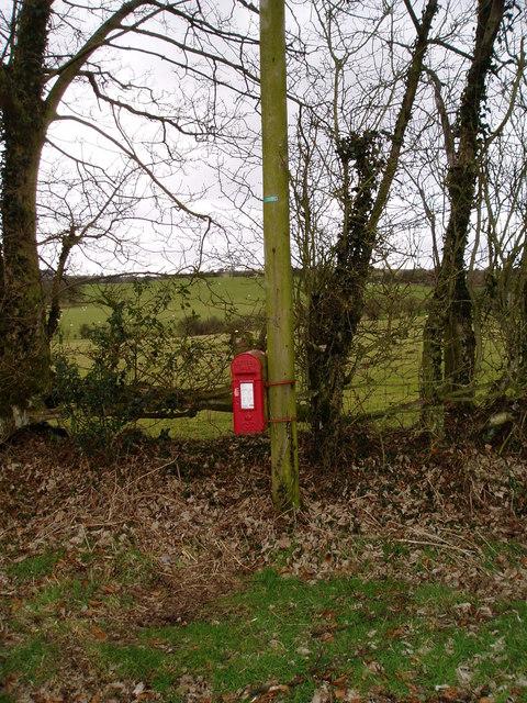 Post box at Cefn y Wern