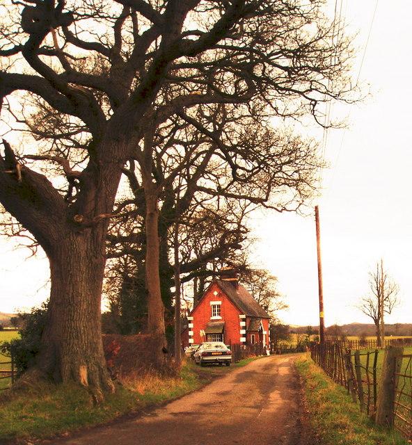 Lodge to Llwyn Ynn Hall