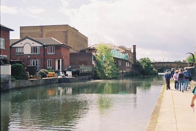 Regent's Canal east of Queensbridge Road