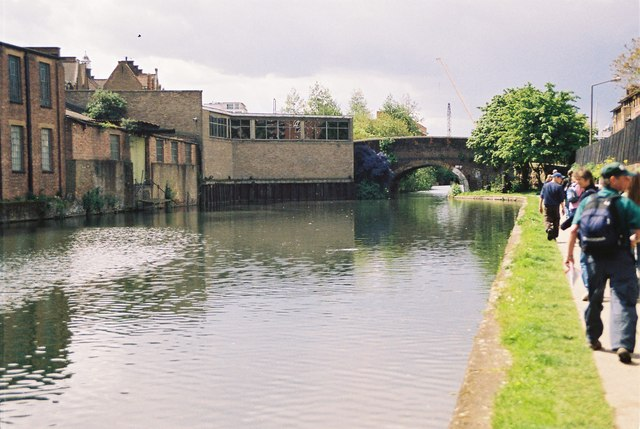 Regent's Canal , Haggerston Road