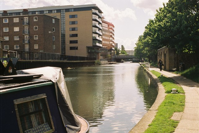 Regent's Canal east of New North Road