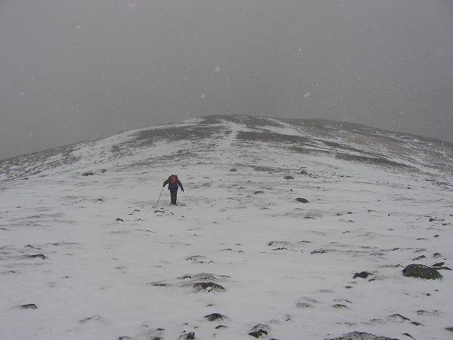 Battling the snow , SW ridge Geal Charn