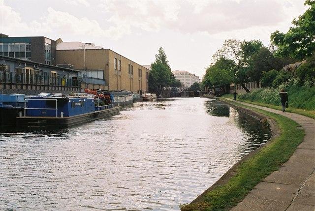 Regent's Canal below Sturt's Lock