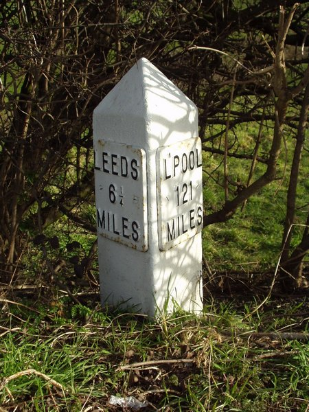 Milestone, Leeds and Liverpool Canal