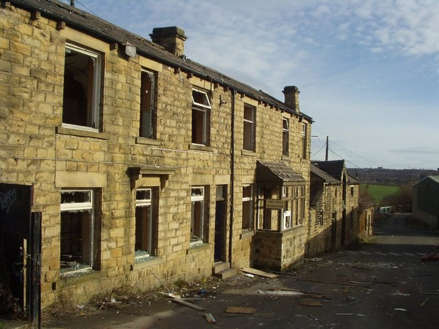 Derelict buildings by Moss Swing Bridge, Rodley