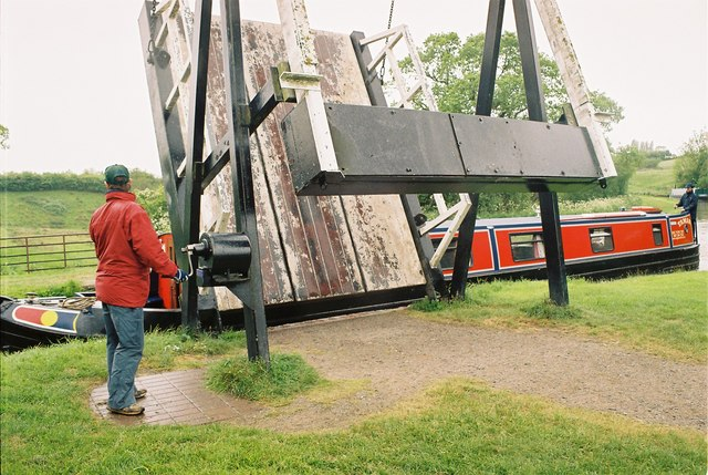 Llangollen Canal - New Mills Lift Bridge