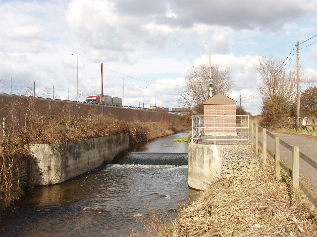Wraysbury River, flow gauging station, and M25