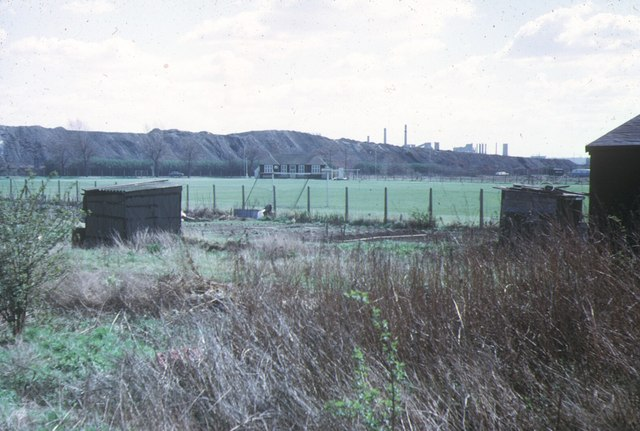 Beckton Alps and Gas Works, 1973