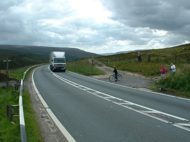 Crossing of the A628, at Long Side