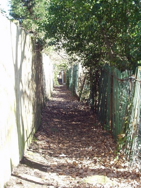Footpath, Outwood Lane to Hawksworth Road, Horsforth