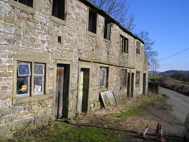 Derelict cottages at Gill Bridge