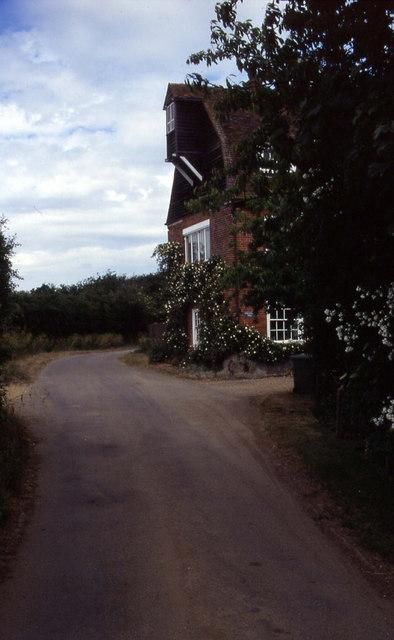 Narrow lane in Mill Street