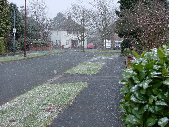 Snowing in Highland Road Kenilworth