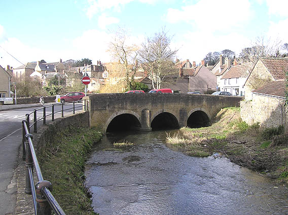 Old bridge over the River Brue, Bruton