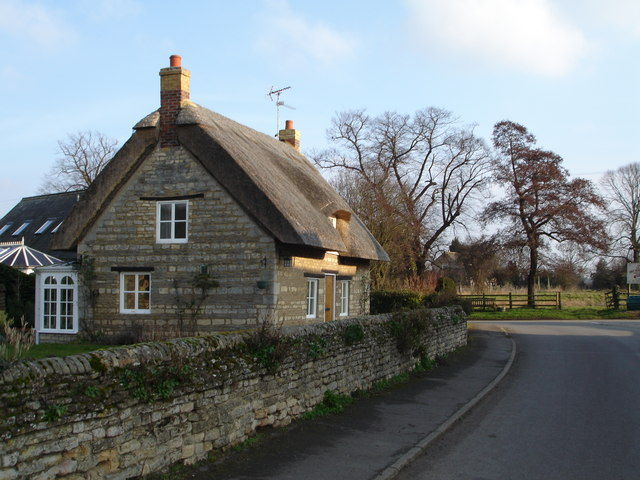 Thatched Cottage in the centre of Barholm Village