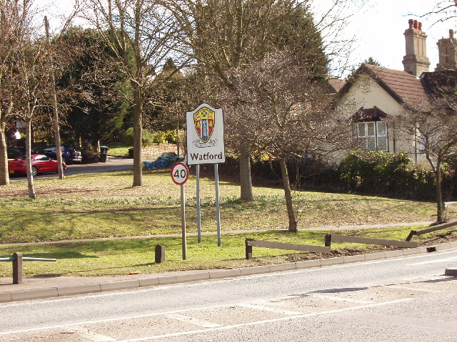 Entering Watford - town sign and speed limit