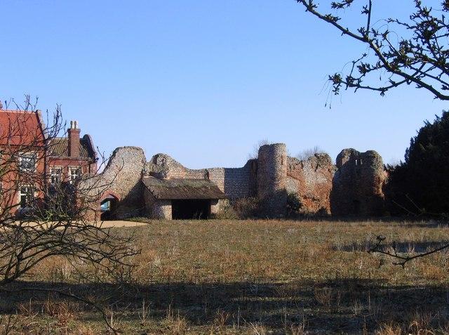 Claxton Castle ruins
