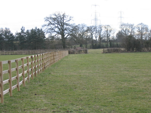 Footpath to Oaksey from Poole Keynes road