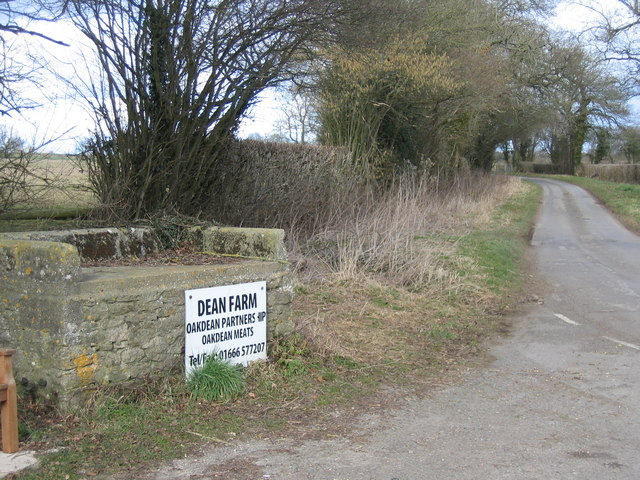 Milkchurn stand at road entrance to Dean Farm Oaksey