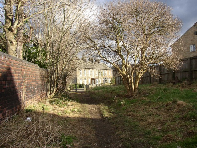 Footpath between Chadwick Lane and Oakfield Drive, Lower Hopton, Mirfield (SE198194)