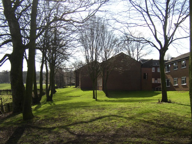 The back of Chapel Croft housing estate, Rastrick (SE138 214)