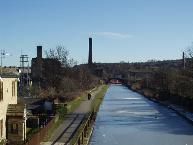 Leeds and Liverpool Canal from Gallows Bridge