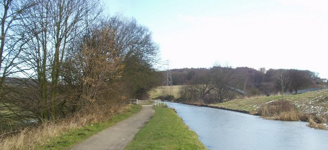 Leeds and Liverpool Canal, Thackley