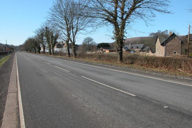 The A465 through Pandy
