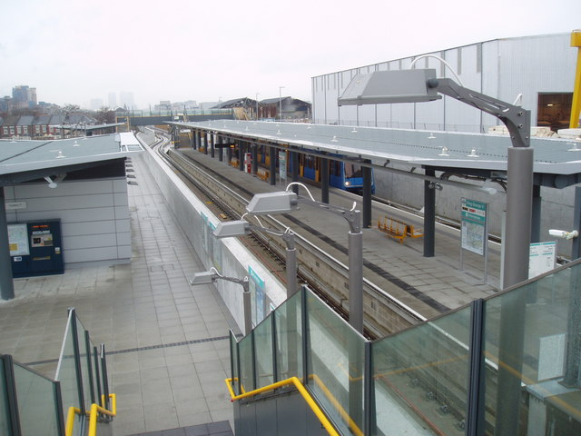 King George V station, Docklands Light Railway