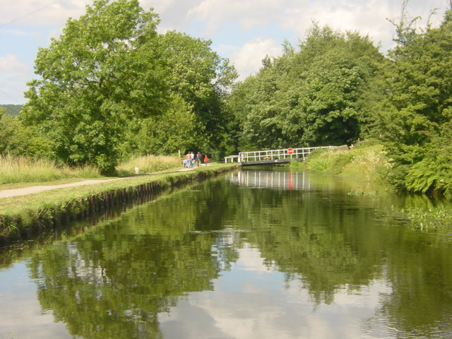Leeds and Liverpool Canal near Thackley