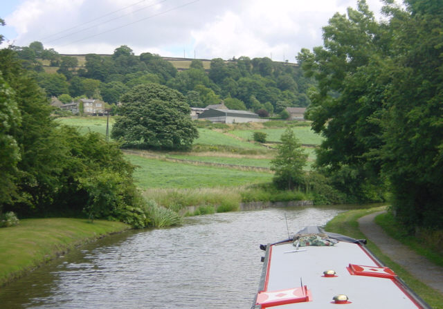 Leeds and Liverpool Canal near Micklethwaite