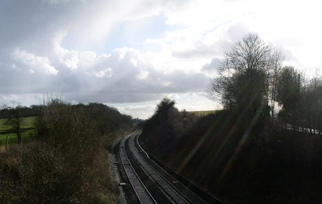 Birmingham to Bristol line looking south towards Dunhampstead crossing