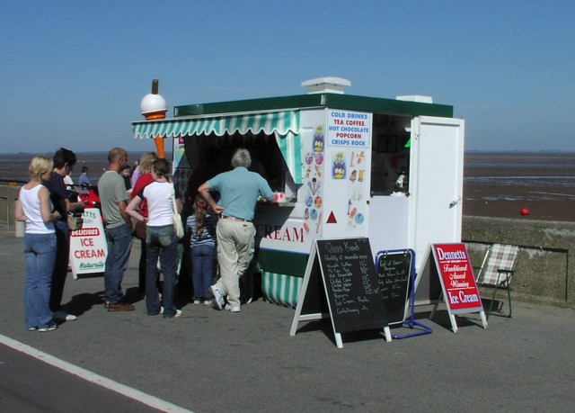 Refreshment kiosk  on Cleethorpes south promenade