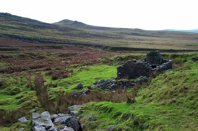 Tinwork remains near Doe Tor brook - Dartmoor