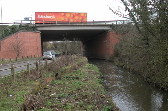Motorway bridge over the River Salwarpe at Wychbold
