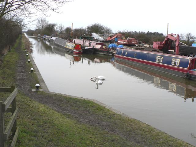 Grand Union Canal below Puttenham Lock