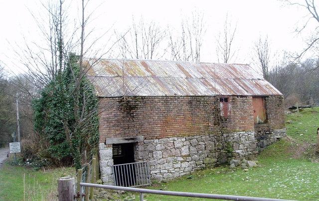 Barn near Rhyd y Cilgwyn, Rhewl