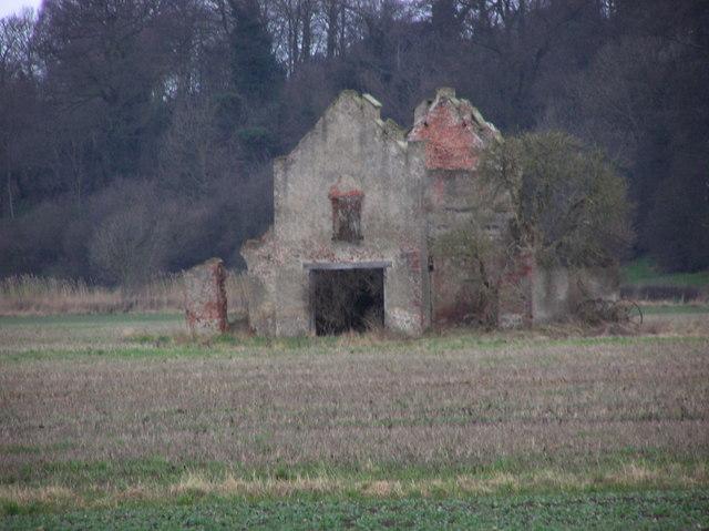 Remains of Folly : Baydale Farm