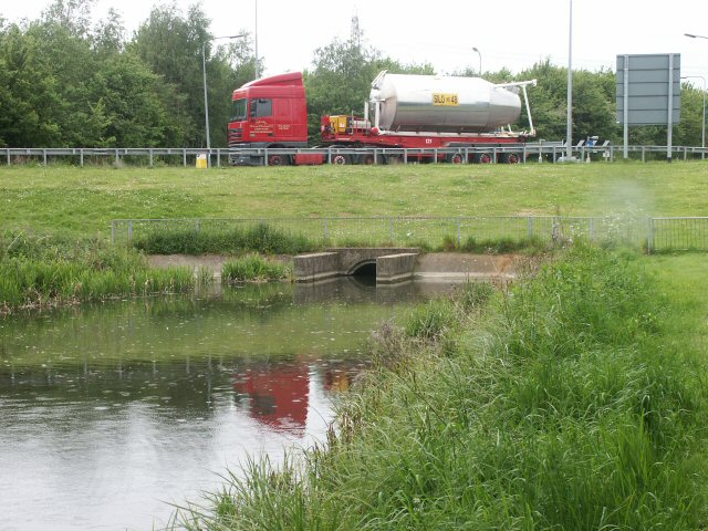 Grantham Canal roundabout