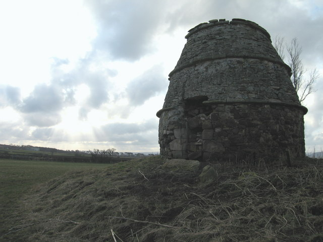 Early morning at Waughton doocot