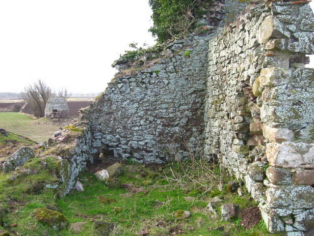 Waughton Castle and Doocot