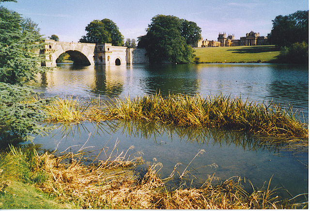 Grand Bridge and Blenheim Palace from the North-west.