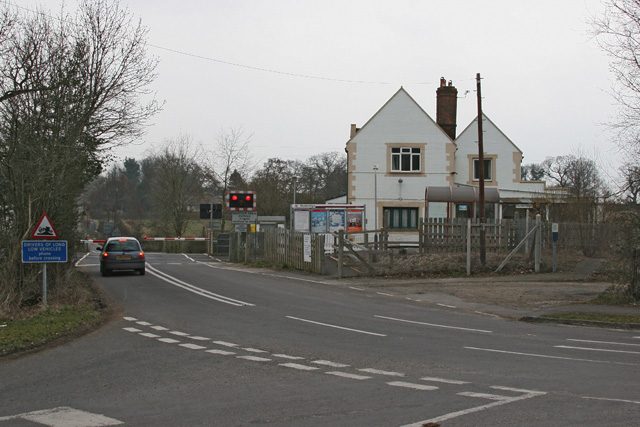 Dunbridge Station and level crossing