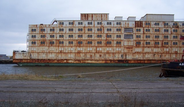 Side view of accommodation barge.