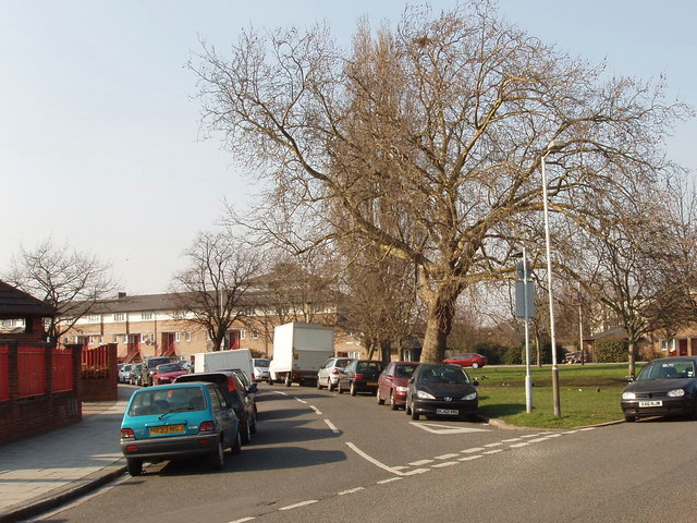 Friary Road green triangle, Acton