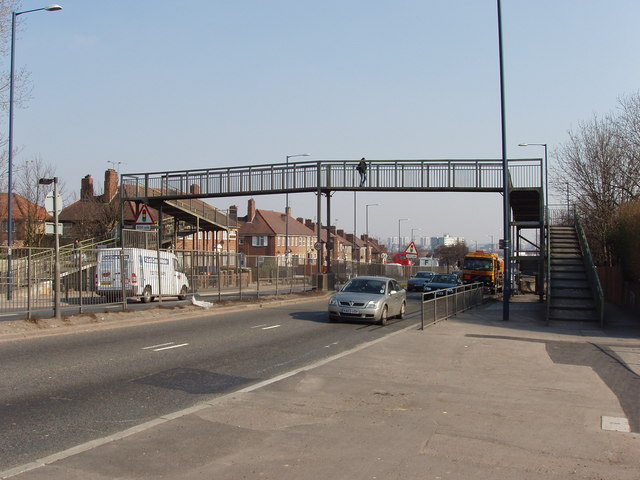 Pedestrian footbridge over Western Avenue, Acton