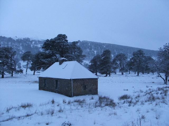 Ruigh Aiteachain Bothy in snow